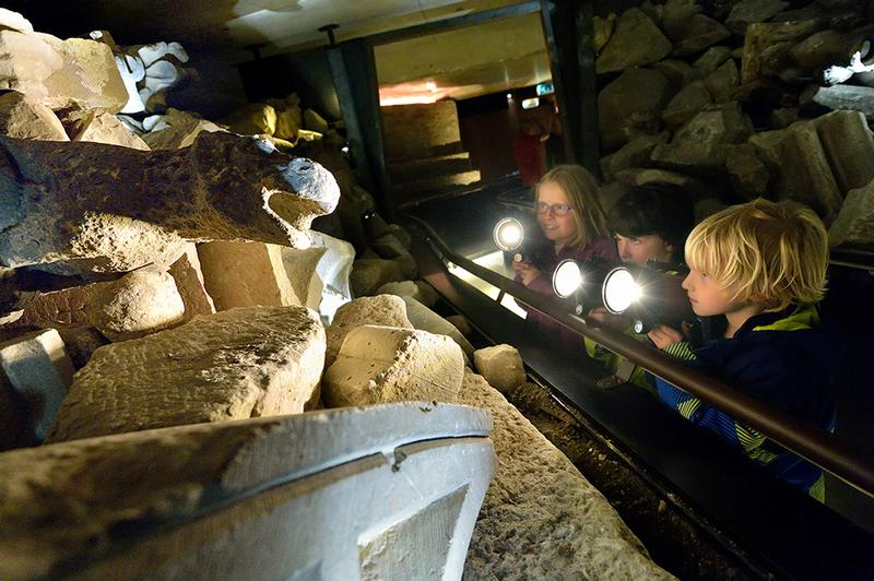 Children on their archaeological discovery through DOMunder, credits photo Mike Bink