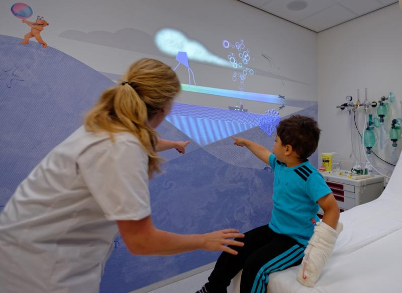 Projected animation to reduce stress in the treatment room, photo by Wim Verbeek