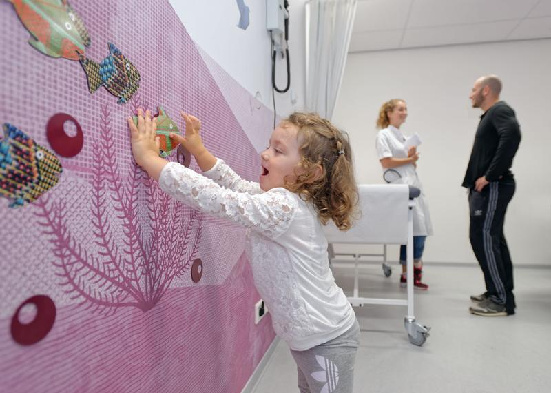 Hands-on objects like magical fishes to distract children in the treatment room, photo by Wim Verbeek